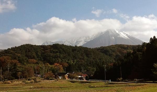 初冠雪の大山