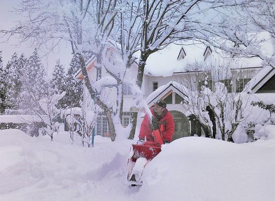 大山ペンション赤いりぼんの雪かき