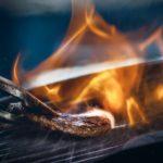 炭火で楽しむバーベキューに風は天敵!